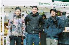 僕たち男子野菜部がFarmer's Marketを運営しています。