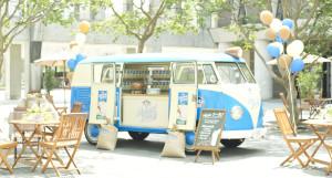 「Almond Breeze」モーニングキャラバンカーが、マーケットに登場!@10/11・12、18・19